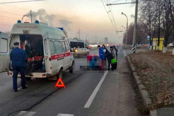 На Московском проспекте женщина попала под колеса автомобиля