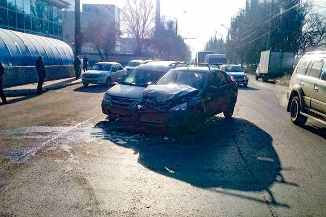 В ДТП на улице Новозаводской водители получили травмы