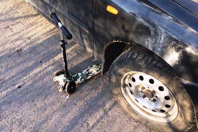 В Тольятти под колеса автомобиля попал дедушка с двухлетним внуком
