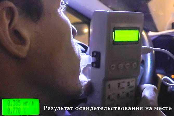 В микрорайоне В-1 Жигулевска остановили автомобиль ВАЗ-21102