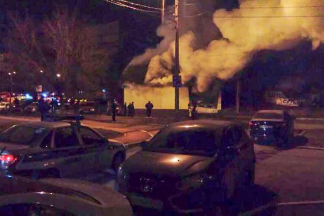В Тольятти на Ярославской ночью горела автомастерская