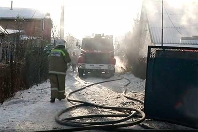 На дачном массиве под Тольятти 29 ноября 2018 года горел дом