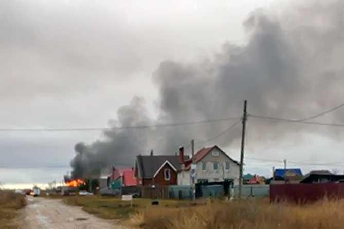 Жилой дом загорелся 5 ноября 2018 года около Тольятти