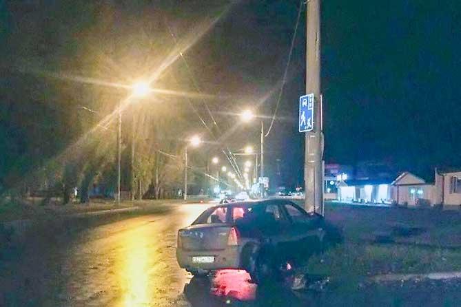21 летний житель Тольятти врезался в световую опору на улице Мира