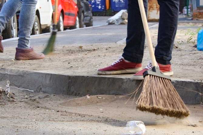 Житель Тольятти, участвовавший в незаконном митинге, проведет 30 часов за уборкой улиц