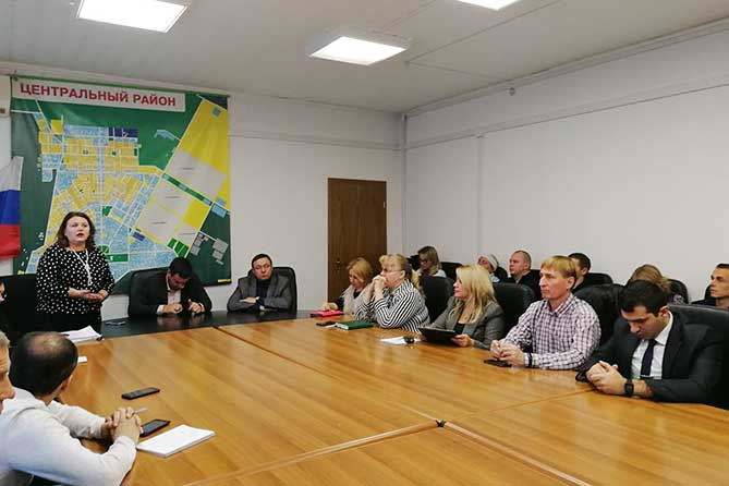 Тольяттинцы могут обратиться с предложениями по благоустройству двора к управляющему микрорайоном
