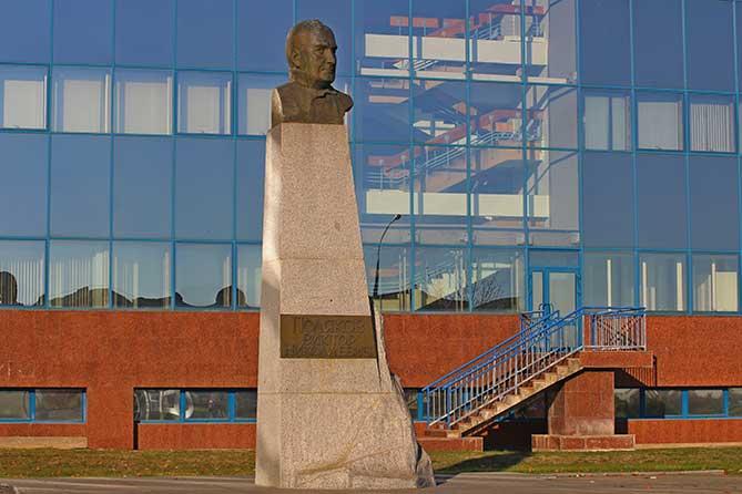 Именные памятники Тольятти