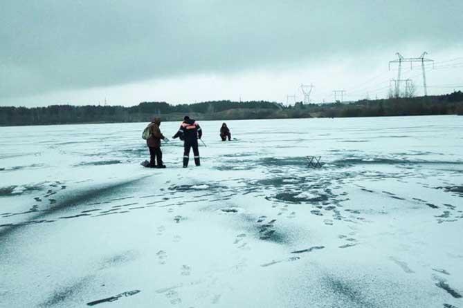 Спасатели Тольятти предупреждают об опасности выхода на тонкий лед