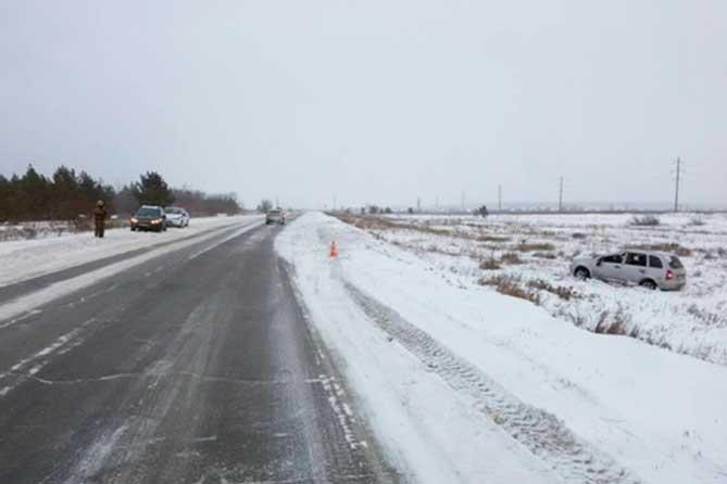 В перевернувшемся автомобиле на Поволжском шоссе пострадали два человека