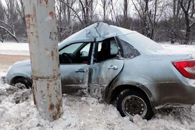 В результате ДТП на улице Окраинной пострадал водитель автомобиля