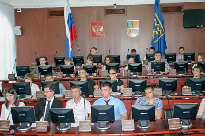 В состав молодежного парламента Тольятти могут входить молодые люди в возрасте от 14 до 30 лет