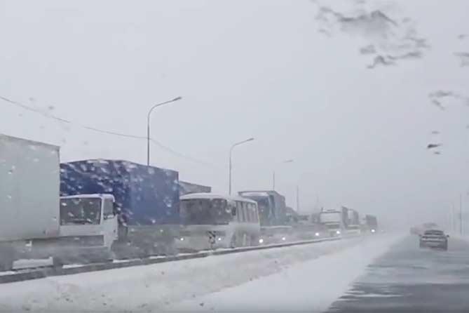 Из-за снегопада в Самарской области на трассе М-5 «Урал» ограничено движение грузовиков 26 декабря 2018 года