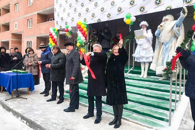 ТОАЗ запустил жилищную программу для сотрудников: 55 работникам вручили ключи от квартир