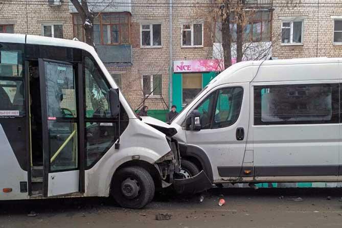 В Тольятти в ДТП пострадали восемь пассажиров, в том числе ребенок: Официальная информация