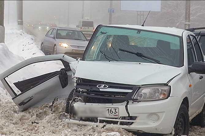 В ДТП на улице Родины в Тольятти пострадали четыре человека