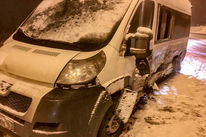 маршрутный автобус поврежден