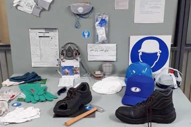 обувь перчатки молоток респиратор
