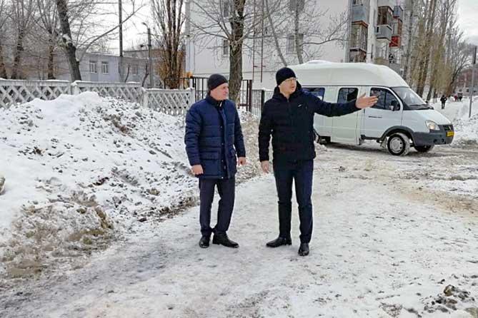Активисты ОНФ в Тольятти проверили качество уборки снега и наледи внутриквартальных проездов
