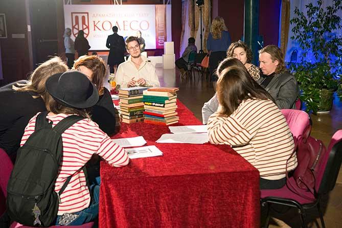 В театре «Колесо» прошли читки конкурсных пьес молодых тольяттинских драматургов
