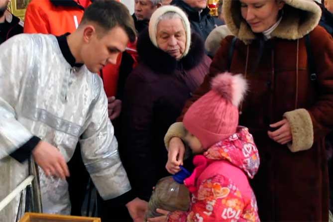 В Тольятти в канун Крещения компания «Волжские коммунальные системы» доставит воду для освящения в храмы