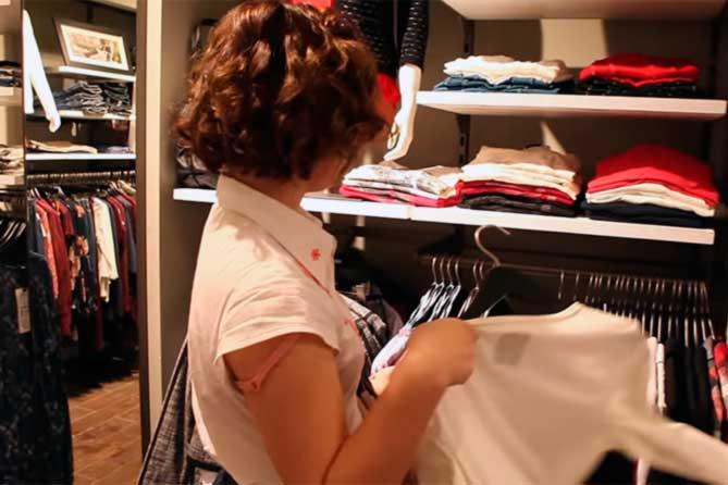 Почти все заявления от имени покупателей писала администратор магазина