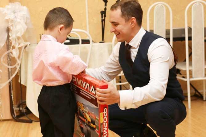 В Тольятти дети, попавшие в трудную жизненную ситуацию, получили подарки накануне Нового 2019 года