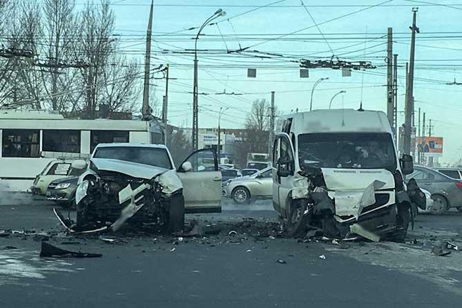 Пострадали пять женщин (список): В Тольятти произошло ДТП с участием общественного транспорта