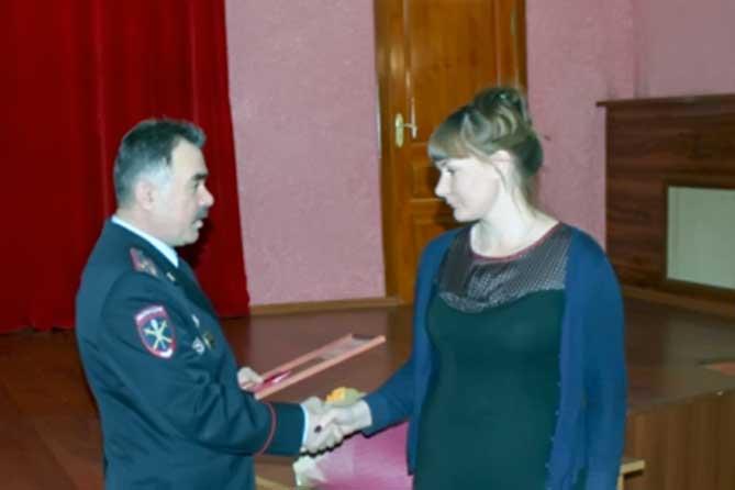 Начальник Управления МВД России по Тольятти наградил жительницу Тольятти