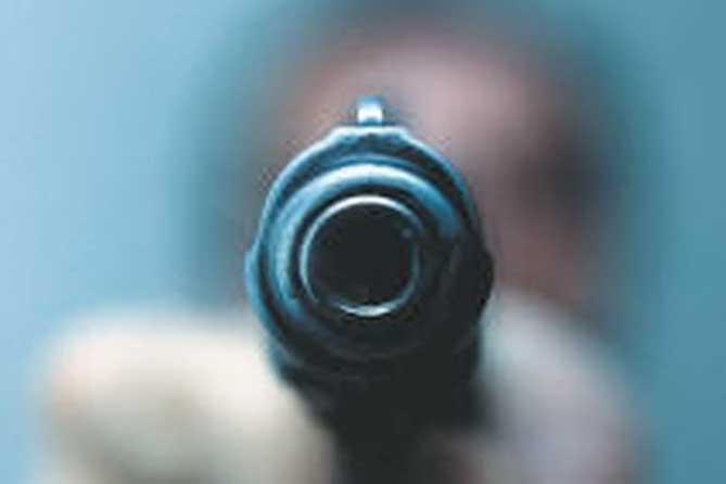 пистолет в руках