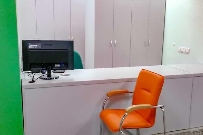 кресло возле регистратуры в АПК2 ТГКП3