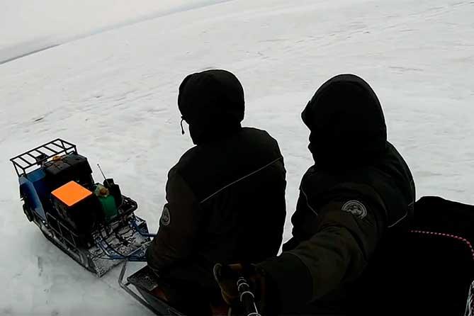 В Тольятти спасли замерзающих рыбаков на мотособаке