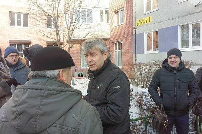 На Цветном бульваре в Тольятти дом-вставка разрушает соседний дом