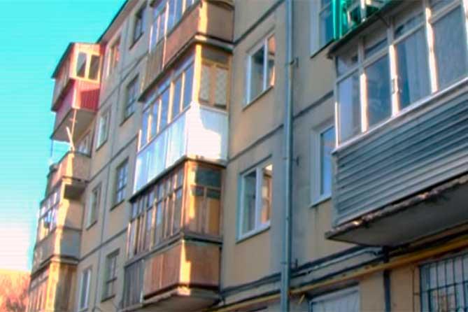 В квартире пятиэтажного дома обнаружили погибших мужчину и женщину