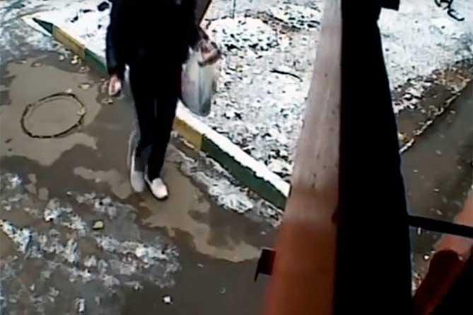 Жители дома в Тольятти жалуются, что в квартире осуществляется хранение, переработка и сбыт наркотических веществ