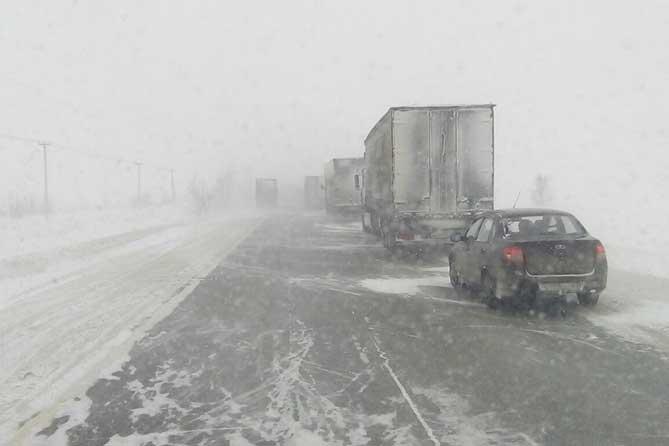 Из-за сильной метели в Самарской области временно ограничено движение грузовиков на трассе М-5 18 февраля 2019 года
