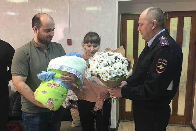 В Тольятти сотрудники Госавтоинспекции помогли роженице своевременно добраться в роддом