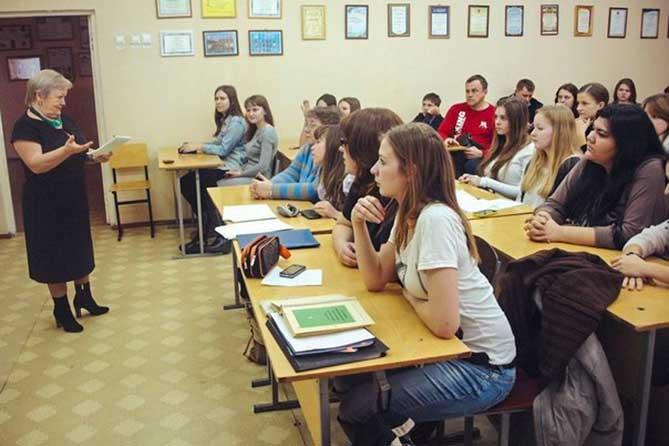 Родителям предлагают выплачивать студентам алименты