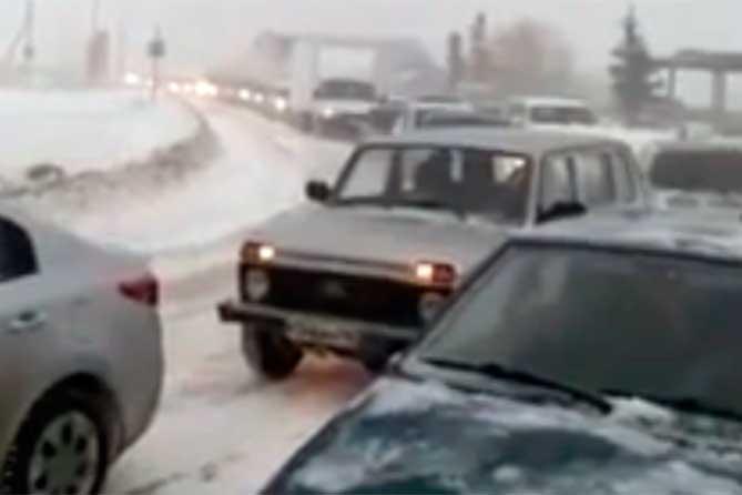 Дорогу в Тольятти Приморский — Подстепки редко чистят и, разумеется, не чистили во время непогоды