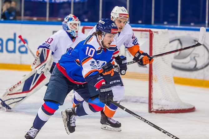 Хоккейная «Лада» показала достойную игру