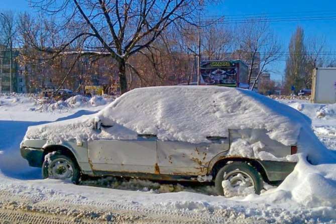 Брошенные хозяевами автомобили стоят годами