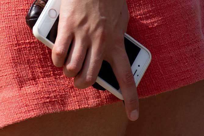 Задержана 40-летняя безработная женщина, подозревается в краже денег при помощи мобильного приложения