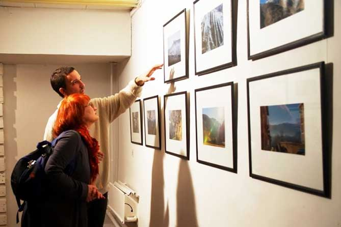 Выставка фотографии и показ документального кино «Философское путешествие» в Тольяттинском художественном музее