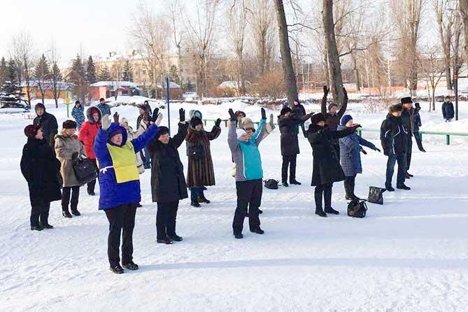 Физкультурно-массовое мероприятие «Начни день с зарядки» прошло в парках Автозаводского и Центрального районов