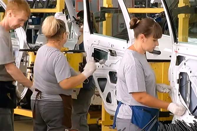 АВТОВАЗ: Переход рабочих ряда подразделений с тарифной системы оплаты труда на окладную
