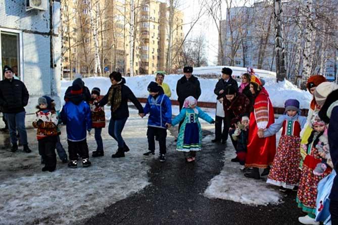 Полицейские Тольятти устроили воспитанникам подшефного детского дома масленичное веселье