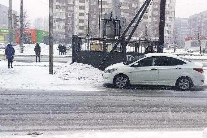 В Тольятти на улице Тополиной под колеса автомобиля попала 16-летняя девушка
