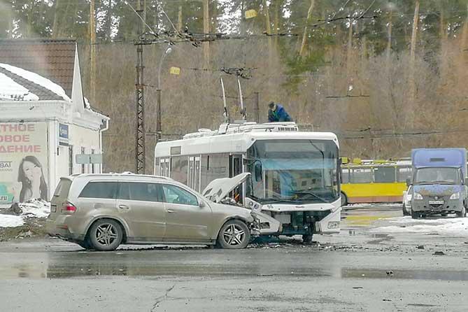 В Тольятти в ДТП на перекрестке улиц Мира и Родины пострадала четырехлетняя девочка