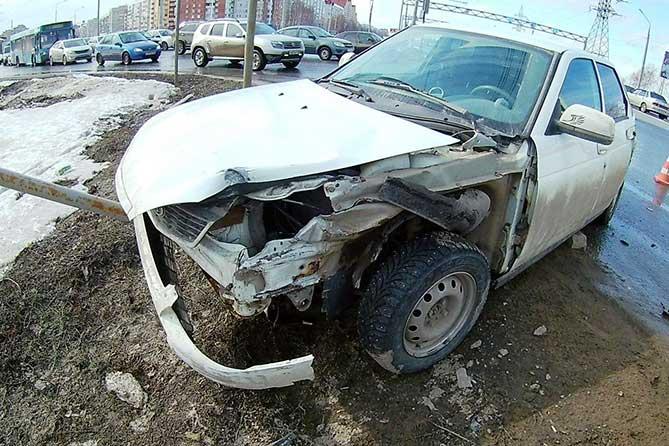 В Тольятти на Южном шоссе автобус проехал на красный свет светофора: Пострадал водитель легкового автомобиля