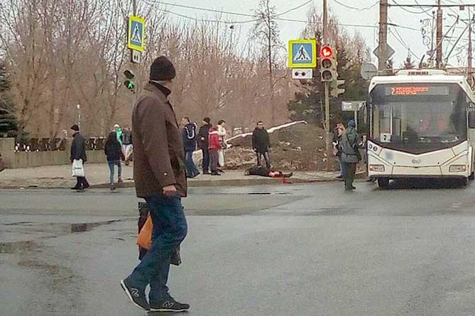 В Тольятти на улице Мира под колеса троллейбуса попала 29-летняя девушка