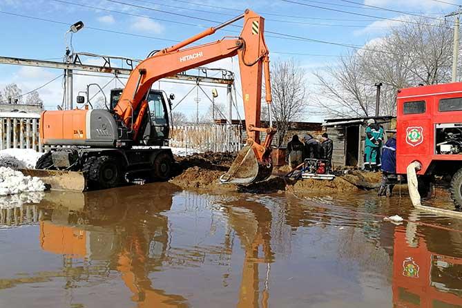 Жители Тольятти без воды не останутся: Городские власти взяли на контроль устранение аварийной ситуации